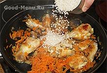 Плов из курицы - кладем рис