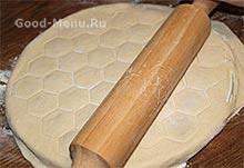 Тесто для пельменей при помощи пельменницы