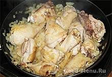 Тушим курицу и лук