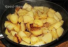 Жаркое из курицы - обжариваем картошку