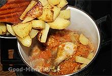 Жаркое из курицы - кладем картошку