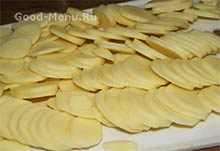 Курица с картошкой в сметане - режем картофель