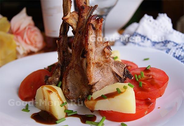 жареная баранина на сковороде с картошкой