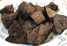 Обжаренная печень для салата с грибами и зеленым горошком