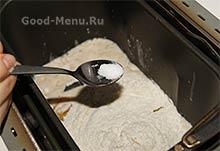 Кулич в хлебопечке - кладем соль
