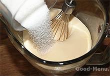 Рисовый пудинг - кладем сахар
