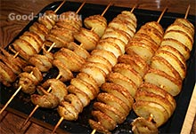 Картофель спиралью на шпажках