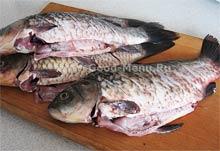 Чистим рыбу и потрошим