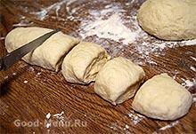 Пирожки с капустой - раскатываем тесто
