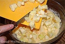 Творожная запеканка с макаронами - кладем яблоки