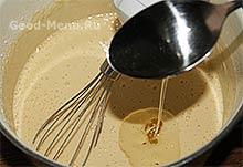 Блины на кефире - наливаем растительное масло