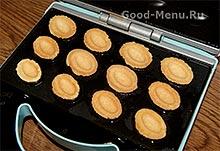Печем орешки со сгущенкой