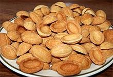 Орешки со сгущенкой - готовые половинки