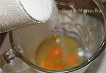 Морковный торт - яйца и сахар