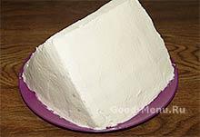 Торт Монастырская изба обмазываем кремом