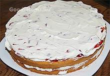 Торт Клубника со сливками - второй слой начинки