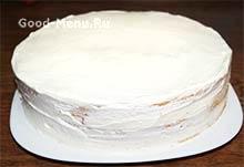 Клубничный торт покрываем сливками