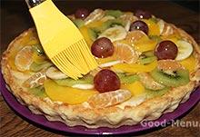 Пирог из фруктов покрываем глазурью