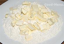 Масло и мука для бананового пирога