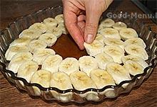 Банановый пирог - выкладываем кружочки бананов