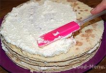 Торт творожный - обмазываем коржи кремом