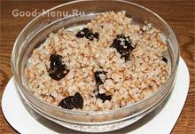 Запеченый карп, фаршированный гречкой и солеными груздями, пошаговый рецепт с фото