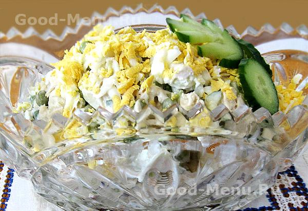 Салат со свежим огурцом яйцом и курицей