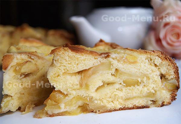шарлотка рецепт из яблок классический с разрыхлителем